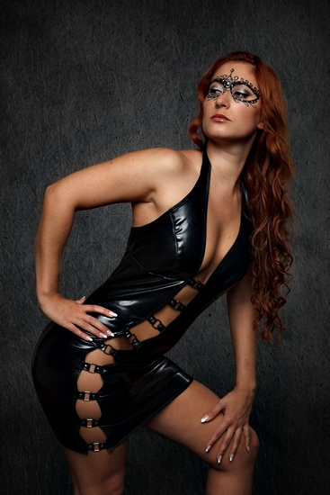 Domina in Latexkleid