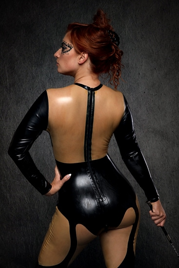 Domina in Latexanzug