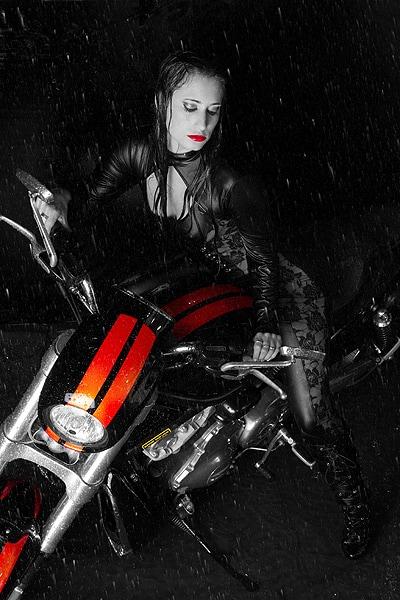 Lady mit Motorrad
